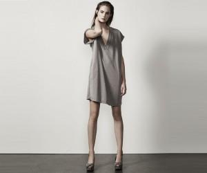 WIT235-Vestido-elegante-con-cuello-en-V